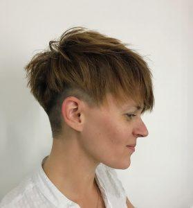 OPEN Hair & Beauty rövid női felnyírt festett haj Barcza Maximiliántól